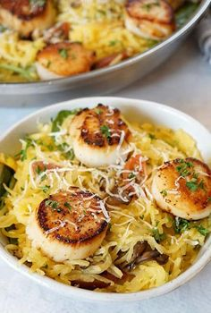 Gluten-free and void of carbs, spaghetti squash is the best compromise between healthy and delicious comfort food. Try one of these best spaghetti squash recipes for a healthy dinner that will be so satisfying too. Spaghetti Squash Side Dish Recipe, Tasty Spaghetti Squash, Best Spaghetti Squash Recipes, Spaghetti Squash Casserole, Entree Recipes, Seafood Recipes, Vegetarian Recipes, Healthy Recipes, Keto Recipes