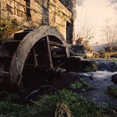 Portuguese mill Beautiful Places To Visit, Places To See, Portugal Location, Water Wheels, Wind Of Change, Water Mill, Portuguese Food, Le Moulin, Covered Bridges