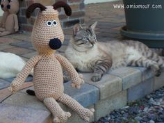 Ravelry: Gromit Amigurumi (free) pattern by Ami Amour. Thanks so for freebie xox http://www.amiamour.com/2010/05/gromit-amigurumi-pattern/