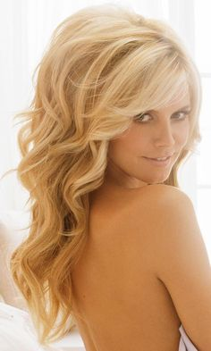 Big teased hair, perfect honey/caramel blonde. Heidi Klum ♥