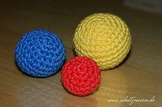Ein selbst gehäkelter Ball ist ein individuelles Spielzeug für eure Stubentiger. Die Verwendung von Katzenminze kann einen zusätzlichen Reiz schaffen.