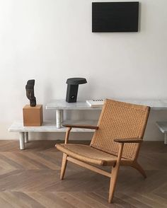 """Wegner, Sarfatti, Max Bill, Carrara tables @galeriekreo Tape picture @fabricedomercq"" #carlhansenandson #danishdesign #repost #jaspermorrison #wegner"