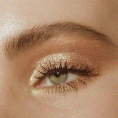 bronzy glitzernd zartes glam make up look # .- bronzy glitterly soft glam make up look - bronzy glitterly soft glam make up look Makeup Trends, Makeup Inspo, Makeup Inspiration, Cute Makeup, Pretty Makeup, Simple Makeup, Edgy Makeup, Awesome Makeup, Creative Makeup