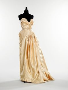 Christian Dior, 1949. Absolutely stunning