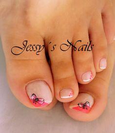 uñas decoradas con moños en color rosado