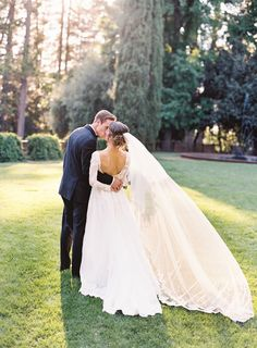 Photography : Graham Terhune Photography Read More on SMP: http://www.stylemepretty.com/california-weddings/grass-valley/2016/09/15/romantic-outdoor-state-park-wedding-in-california/