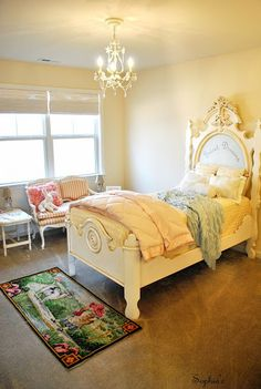 Sophia's: A Little French Room