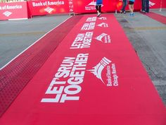 Asphalt Art was used to create the finish line at the Bank of America marathon in Chicago #sportsgraphics