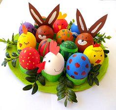 Viele Ideen mit Kindern zusammen für Ostern zu basteln - z.B. Ostereierwiese-bunte-Eier-Hase-Kueken-Henne - Hasen aus Pompons