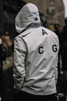 Jackets are a vital part of every man's set of clothes. Men will need outdoor jackets for several situations as well as some climate conditions Mode Cyberpunk, Cyberpunk Fashion, Urban Fashion Women, Mens Fashion, Nike Acg Jacket, Moda Men, Look Street Style, Mens Sweatshirts, Swagg