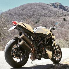 Nice Ducati Streetfighter 1098 Via :@galahaducati