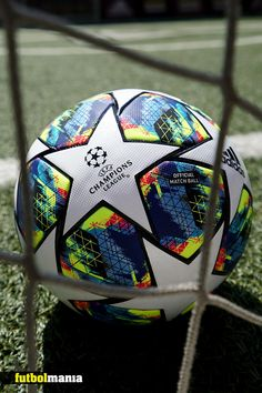 Balón de fútbol de la UEFA Champions League adidas Finale OMB. El mismo que los jugadores usarán en la fase de grupos de la competición durante la temporada 2019 - 2020 I Pinterest: futbolmania #adidasfootball #football #soccer #futebol #futbol #championsleague Football Art, Arsenal Football, Adidas Football, Football Players, Uefa Champions League, Juventus Soccer, Soccer Photography, Cristiano Ronaldo 7, Football Wallpaper