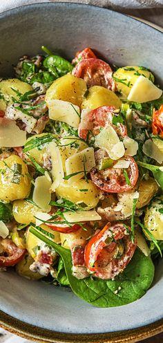 Schnelle Gnocchi mit Bacon in cremiger Kirschtomaten-Babyspinat-Soße  Schnell / Fleisch / Italienisch / Mediterran / Tomaten / Babyspinat / Käse / Lecker