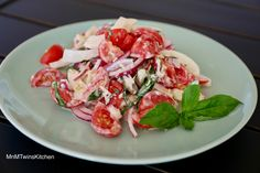 Tomato & Fennel Salad Save Print The Parmesan cheese perfectly complements the slight licorice hint of the fennel. Garlic and basil adds the accents to a creamy and tasty dressing. Cooks Country Magazine, Fennel Salad, Salad Ingredients, Fresh Basil, Salads, Vegetarian, Tasty, Stuffed Peppers, Vegetables