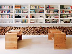 dřevo kolem televize?