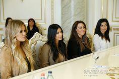 La conocida celebridad estadounidense de origen armenio Kim Kardashian prometió en Ereván aprender el armenio al reunirse con el primer ministro del país, Hovik Abrahamyá.