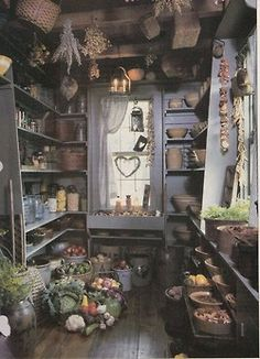 and Fall – A Match Made In Heaven – Decorating with primitives Primitive pantry. Picture torn from and old, unknown magazine. Primitives and Fall – A Match Made In Heaven Primitive Homes, Primitive Kitchen, Country Primitive, Primitive Decor, Primitive Country Decorating, Primitive Fireplace, Primitive Dining Rooms, Primitive Quilts, Primitive Stitchery
