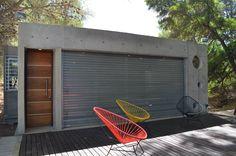 Cortinas de Cerramientos galvanizadas y de seguridad. Hormiggon +. Cubic Architecture, Tennis Racket, Garage, Ideas, Filing Cabinets, Blinds, Architecture, Safety, Carport Garage