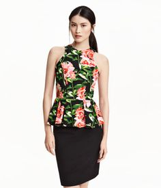 Sleeveless peplum top in thick jersey. Narrow-cut top section with visible zip at back. Flared peplum with box pleats. Lined at top. | H&M Modern Classics