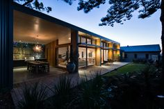 Redhead Alterations by Bourne Blue Architecture Bourne Blue Architecture have completed the renovation of a house near Newcastle Australia Project description This project at the coastal nbsp hellip Architecture Durable, Architecture Résidentielle, Sustainable Architecture, Villa, Chaise Vintage, Design Blog, House Extensions, Home Renovation, Palm Springs
