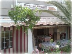 alfredo´s san pedro is a relaxed family friendly Spanish restaurant offering fresh fish, seafood and meat dishes - a local favourite.   +34 952 786 165   Calle Andalucía, Local 8. San Pedro Alcántara Perfect for young children as it has a large outdoor area away from the road. The atmosphere is relaxed though it is normally packed to capacity. The food is typically Spanish Order lots of different dishes. Try Boquerones as part of the first course and Chuletas Corderos as a main dish.