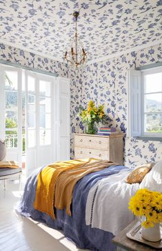 Today we would like share 12 cozy interiors, in the design of which a key role was played by wallpaper. Dramatical and bold or calm and monophonic - ✌Pufikhomes - source of home inspiration Interior Exterior, Interior Design, Farm House Colors, Shabby, Guest Bedroom Decor, Blue Rooms, Home Room Design, Beautiful Bedrooms, Luxury Living
