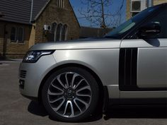 Brand new 2013 Range Rover Vogue with Gloss Black Gill and side bar detailing  http://www.reforma-uk.co.uk/index.php