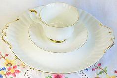 Šálek na čaj trio * bílý kostní porcelán se zlaceným okrajem.