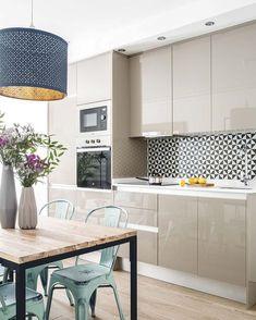 Começar a semana com essa linda inspiração para cozinha .... Precisando de móveis? Fale com a gente. #jrmarcenariaa #cozinha…