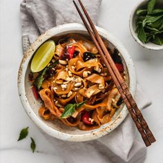 Healthy Crockpot Recipes, Thai Recipes, Easy Dinner Recipes, Asian Recipes, Cooking Recipes, Chicken Recipes, Thai Vegetarian Recipes, Vegan Pad Thai, Asian Desserts