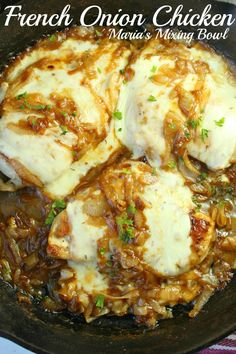 Feb 2020 - If you love the taste of French Onion Soup, you're going to go crazy over this French Onion Chicken. It's finger-licking good and soon to be a family favorite meal. Turkey Gravy From Drippings, French Onion Chicken, Yummy Chicken Recipes, Onion Recipes, Beef Recipes, Food Dishes, Food Food, Cooking Recipes, Chicken