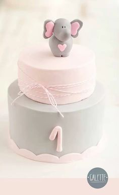 Tarta bebé. This is so sweet. The grey is just right.