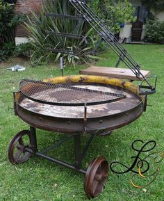 Diy Grill, Grill Oven, Camping Grill, Fire Pit Cooking, How To Cook Ribs, Metal Fire Pit, Door Crafts, Rocket Stoves, Grill Design