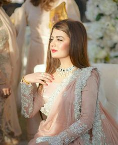 Pakistani pink bridal saree designs for weddings Pakistani Wedding Outfits, Pakistani Dress Design, Pakistani Wedding Dresses, Saree Wedding, Indian Dresses, Indian Designer Outfits, Designer Dresses, Look Short, Saree Look