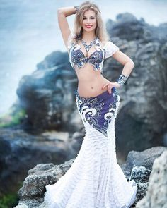 Probably the most stunning belly dancing outfit I've seen. Belly Dancer Costumes, Belly Dancers, Dance Costumes, Belly Dance Outfit, Tribal Belly Dance, Dance Outfits, Dance Dresses, Dancing Outfit, Fashion Mode