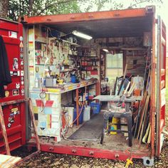 View from the Easel Repurpose a shipping container into a studio :-) A perfect option for the at home mosaic or glass artist!Repurpose a shipping container into a studio :-) A perfect option for the at home mosaic or glass artist! Home Art Studios, Art Studio At Home, Artist Studios, Studio Shed, Dream Studio, Garage Art Studio, Rangement Art, Art Shed, Art Studio Organization