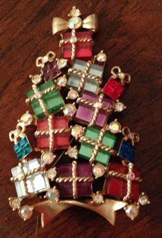 AVON 2007 ANNUAL COLLECTIBLE Christmas Tree Crystal Rhinestone Pin Brooch
