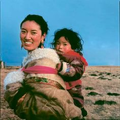 Nomad tibetan child and mother
