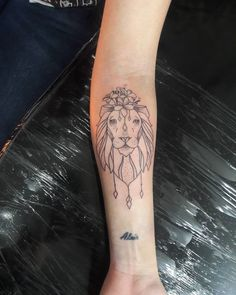 Tattoo Leão da Promo Obrigada Camila  Snap mansurtattoo whats 51 8406.5684 #tattoo #tattoos #tatuagem #tattoogirl #tatuagens #blacktattoo #tatuada #tattooblack #tattoowoman #leaotattoo #flortattoo #flowerstattoo #tatuagemleao #Leão #liontattoo...