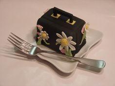 A study in purse design. Couture Purses, Fashion Cupcakes, Elegant Cupcakes, Bag Cake, Prada Purses, Wedding Cupcakes, Mini Cakes, High Tea, Red Velvet