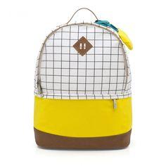 Uma mochila moderna e com o toque de limão que traz todo o frescor do clima 07c6ad6341e54