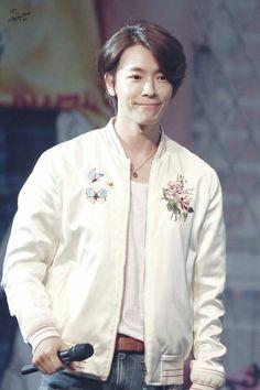 Donghae Super Junior, Dong Hae, Lee Donghae, Bomber Jacket, Kpop, Celebrities, Sunshine, Passion, Flower