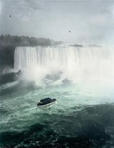 View Niagara Falls by Andreas Gursky at Sprüth Magers in Berlin, Germany. Discover more artworks by Andreas Gursky on Ocula now. Andreas Gursky, Modern Photography, Fine Art Photography, Landscape Photography, Wildlife Photography, Gerhard Richter, Digital Museum, Collaborative Art, Art Moderne