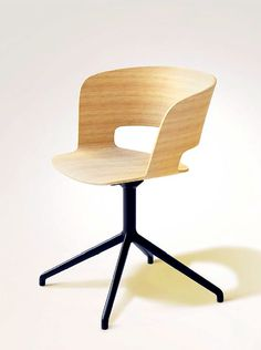 Ribbon 2.6   Sandler Seating. Armchair in natural Beech with swivel base.