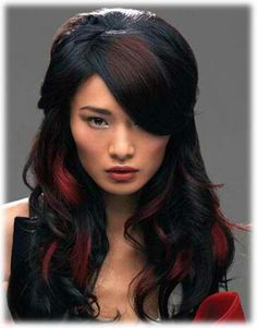 Chic Hair Highlights Ideas 2012 - Gor for an easy to manage hairstyle that speaks for your refined beauty sense. The chic hair highlights ideas 2012 below offer you the chance to break out of your boring shell. Black Hair With Red Highlights, Dark Red Hair, Long Red Hair, Hair Color Highlights, Red Hair Color, Red Peekaboo Highlights, Chunky Highlights, Caramel Highlights, Brown Hair