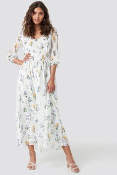 This maxi dress by Kae Sutherland x NA-KD features a v neckline, a waistband, a self tie closure on the sleeves, a floral print, an inner slip dress and a flowy fit. Stylish Dresses, Nice Dresses, Dresses With Sleeves, White Maxi Dresses, White Dress, Stylish Jackets, Next Clothes, Komplette Outfits, Different Dresses