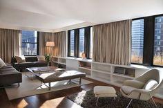 cortina blackout com sofá cinza