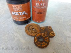 DIY: create a real rusted patina on any surface including plastic, wood, fabric, wine corks and even paper! Katalina Jewelry: An Experiment in Rust Diy Projects To Try, Craft Projects, Craft Ideas, Decor Ideas, Shibori, Rc Hobby Store, Hobby Kids Games, Rusted Metal, Corrugated Metal