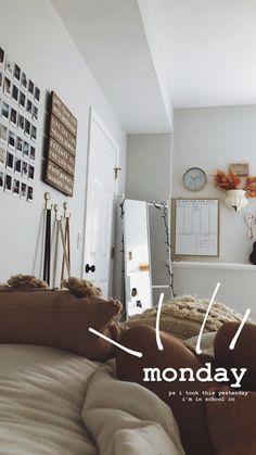 room decor / on ig and vsco Creative Instagram Stories, Instagram Story Ideas, My New Room, My Room, Snapchat Streak, Whatsapp Wallpaper, Snapchat Stories, Insta Photo Ideas, Insta Story