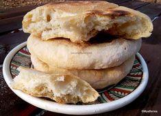 Langoși ungurești rețeta tradițională pas cu pas | Savori Urbane Bread Recipes, Cooking Recipes, Romanian Food, Croissant, Apple Pie, Nutella, Food And Drink, Dairy, Salads